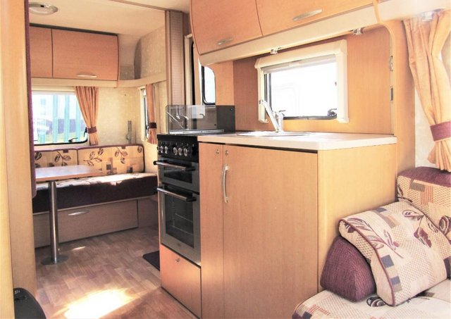 Image 5 of ABBEY FREESTYLE 500 2005 *MOTOR MOVER* 5 BERTH CARAVAN