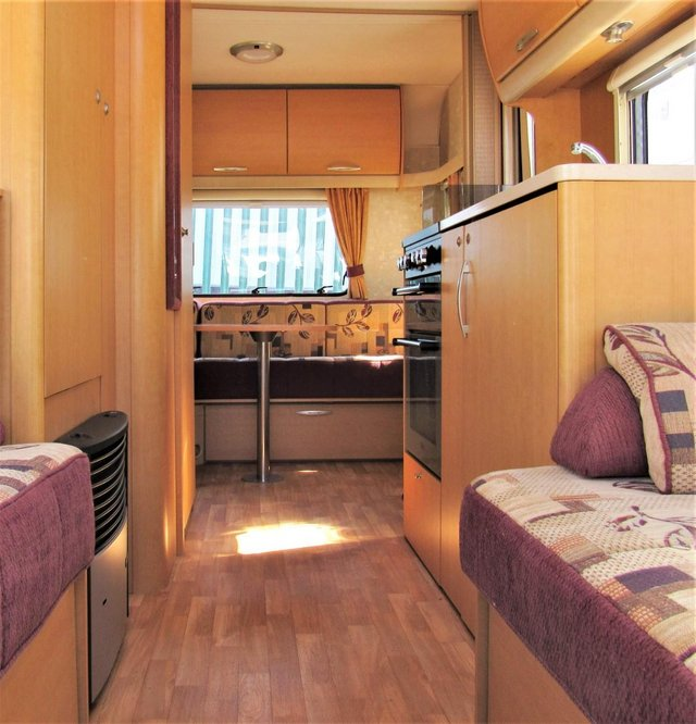 Image 6 of ABBEY FREESTYLE 500 2005 *MOTOR MOVER* 5 BERTH CARAVAN