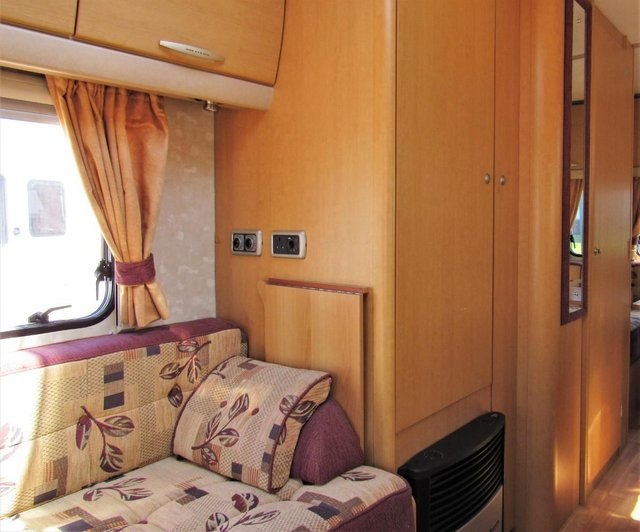 Image 7 of ABBEY FREESTYLE 500 2005 *MOTOR MOVER* 5 BERTH CARAVAN