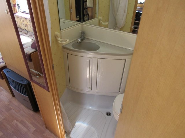 Image 9 of ABBEY FREESTYLE 500 2005 *MOTOR MOVER* 5 BERTH CARAVAN