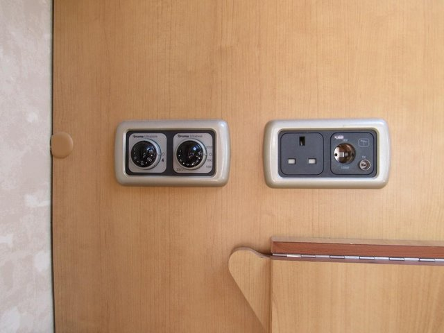 Image 12 of ABBEY FREESTYLE 500 2005 *MOTOR MOVER* 5 BERTH CARAVAN