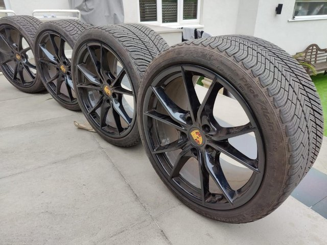 Image 2 of 911 991.1 Carrera S Gloss Black Alloy set with Winter Tyres