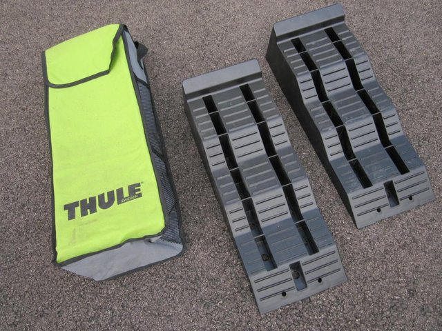 Image 2 of Thule 5 ton Levellers complete with bag