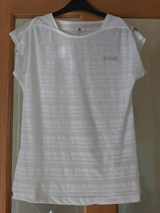 Preview of the first image of Ladies Regatta Limonite lll Running Top Size 10 - New.