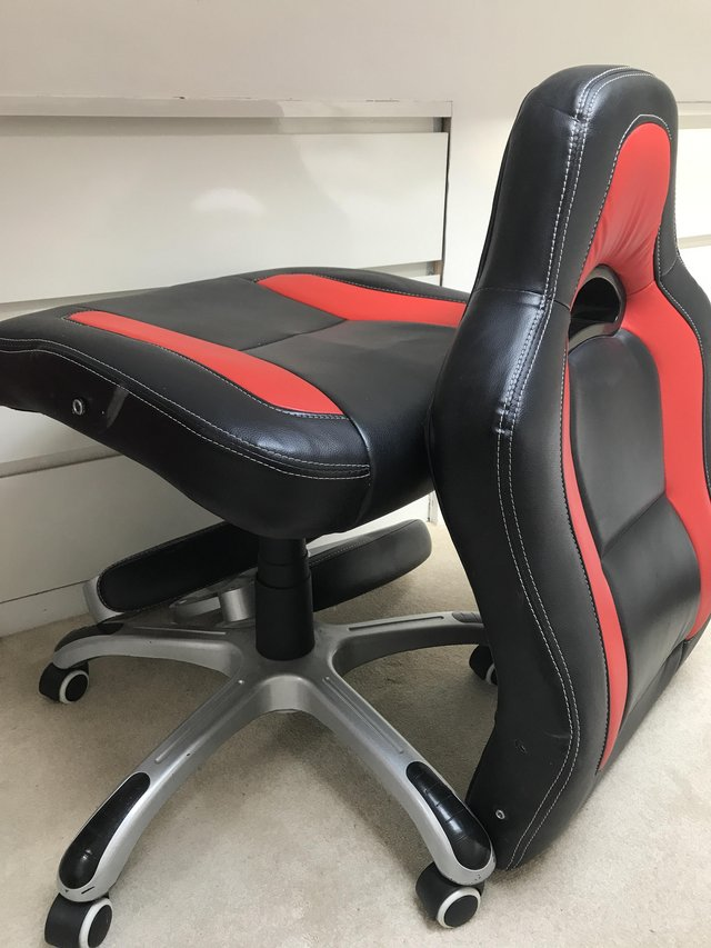 Image 2 of Gaming chair can be easily fitted back together