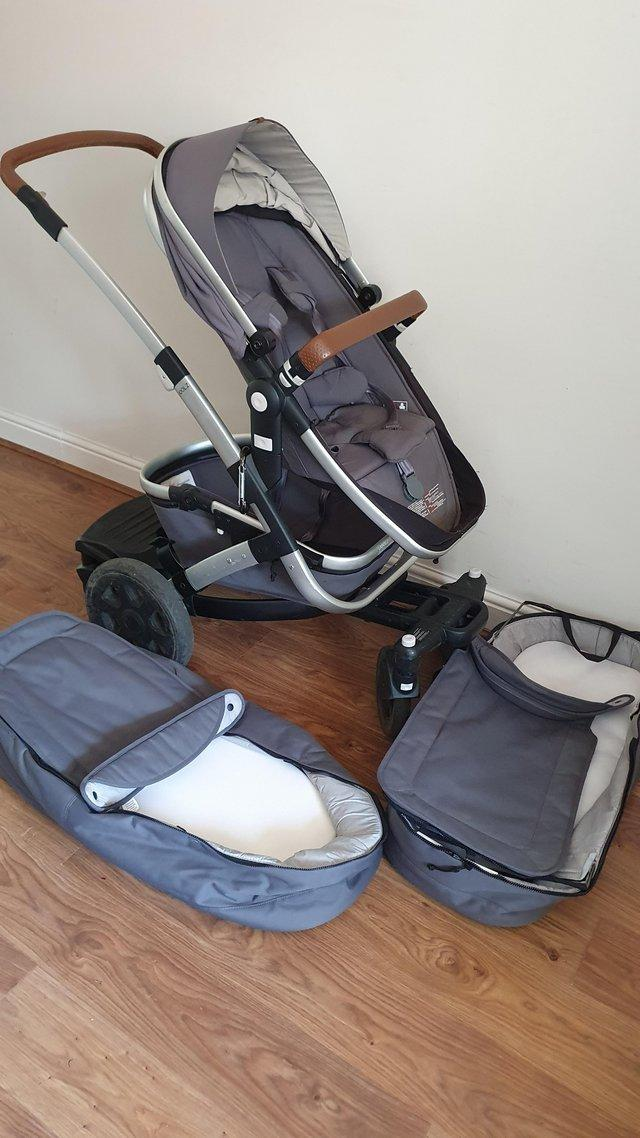 Preview of the first image of Joolz Geo2 double pram in gorgeous grey with expandable set.