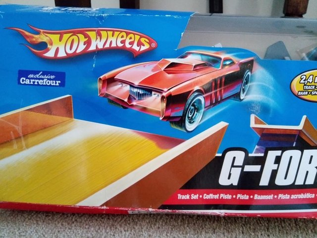 Image 2 of Hot Wheels G force stunt set with cars