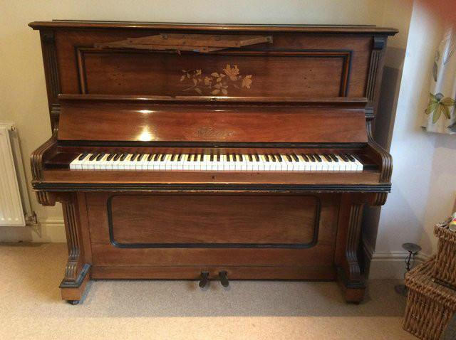 Free Piano found on Preloved!