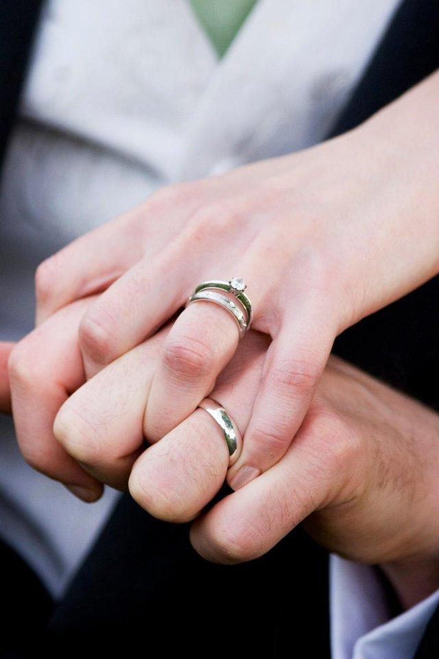How To Save With A Second Hand Engagement Ring Preloved Uk